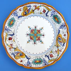 Raffaellesco Scalloped Dinner Plate