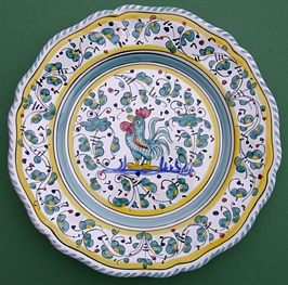 Green Orvieto Scalloped Dinner Plate